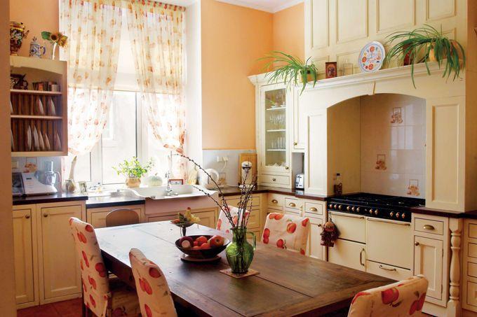 Шторы на кухне в  английском стиле фото