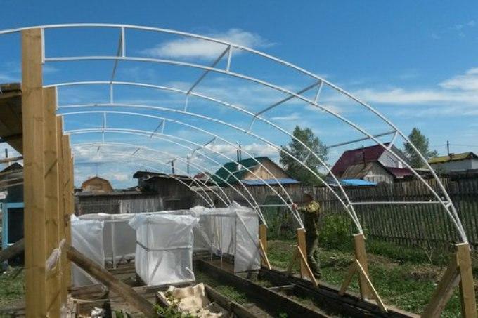 Каркас для солнечного био вегетария из профильных труб