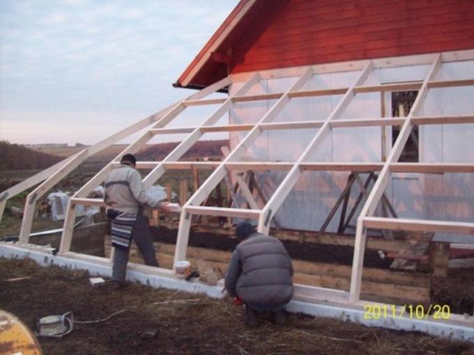 Строительство деревянного каркаса солнечного био вегетария