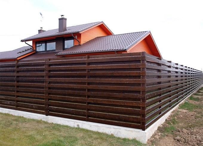 Деревянный забор лесенкой