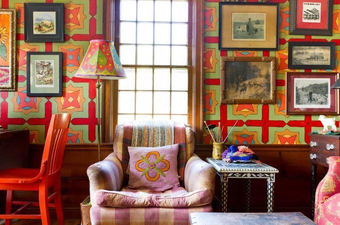Много орнаментов в интерьере одной комнаты