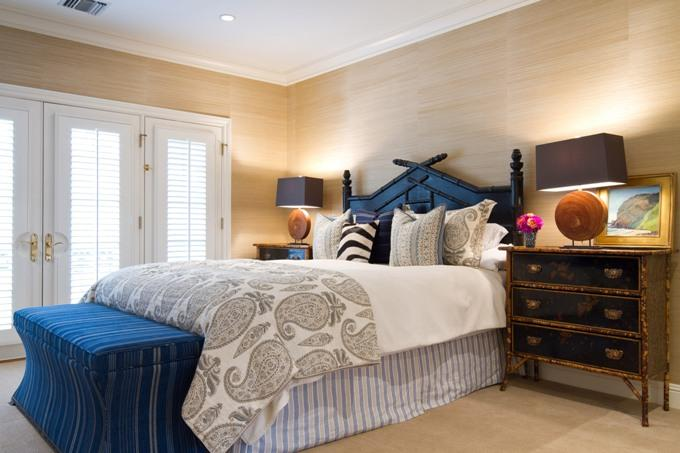 Пейсли в интерьере светлой спальни