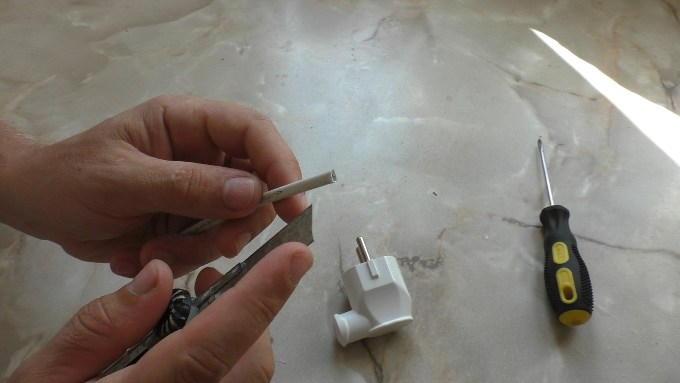 Зачистка изоляции провода