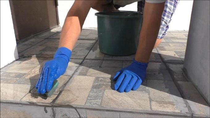 Замывка швов плитки