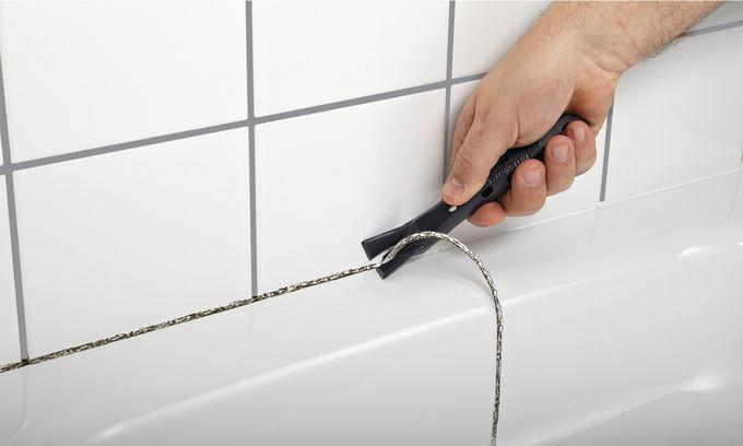 Очистка ванной и душевой кабинки от остатков герметика