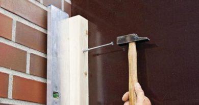 Как прикрепить деревянный брус к стене