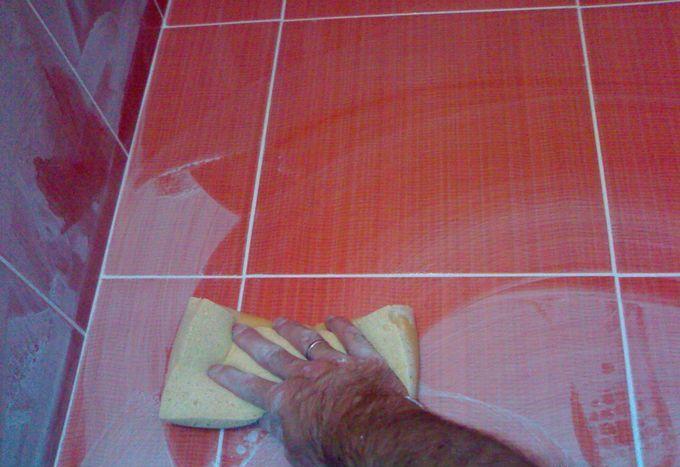 как очистить керамическую плитку от затирки