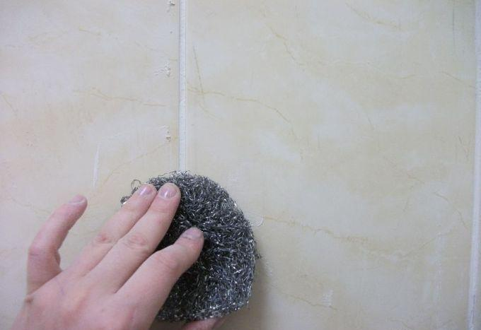Механический способ очистки плитки