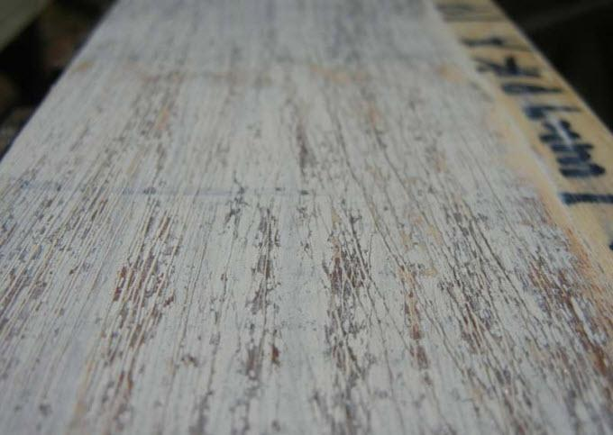 Второй способ состарить дерево — рельеф старины и многослойная окраска дерева