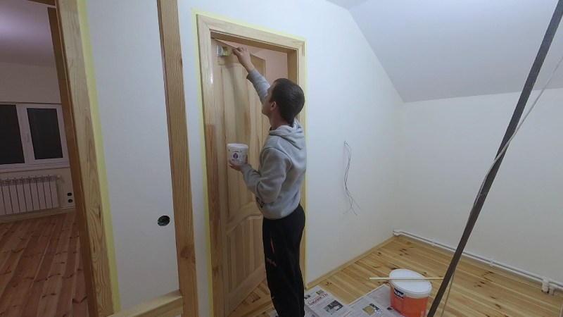 Покраска дверей лаком